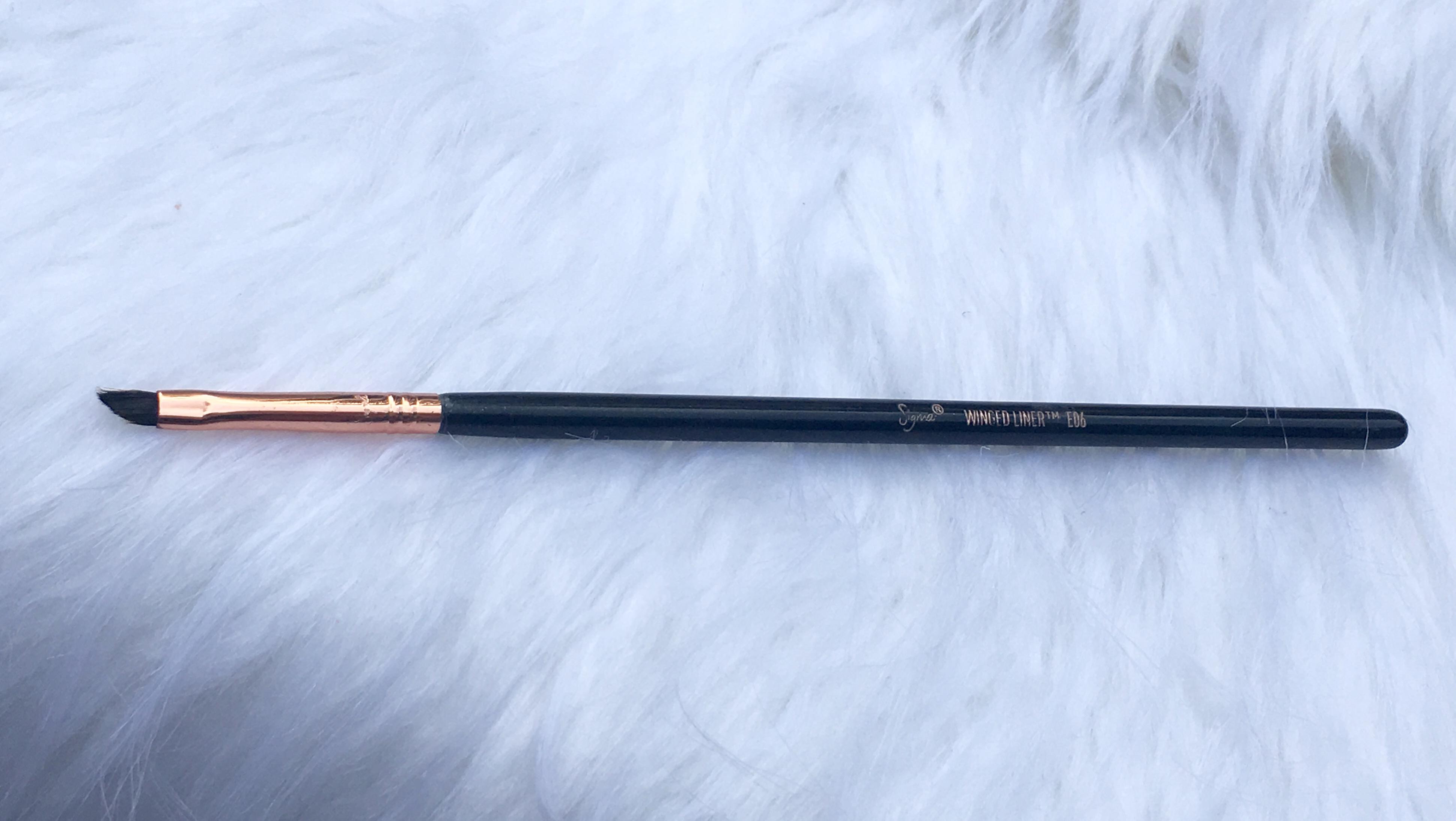 Winged Liner Brush